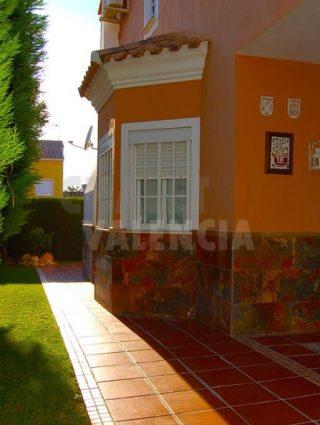 30327-terraza-jardin-lateral-chalet-valencia