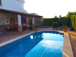 Chalet con piscina en El Plantío La Cañada