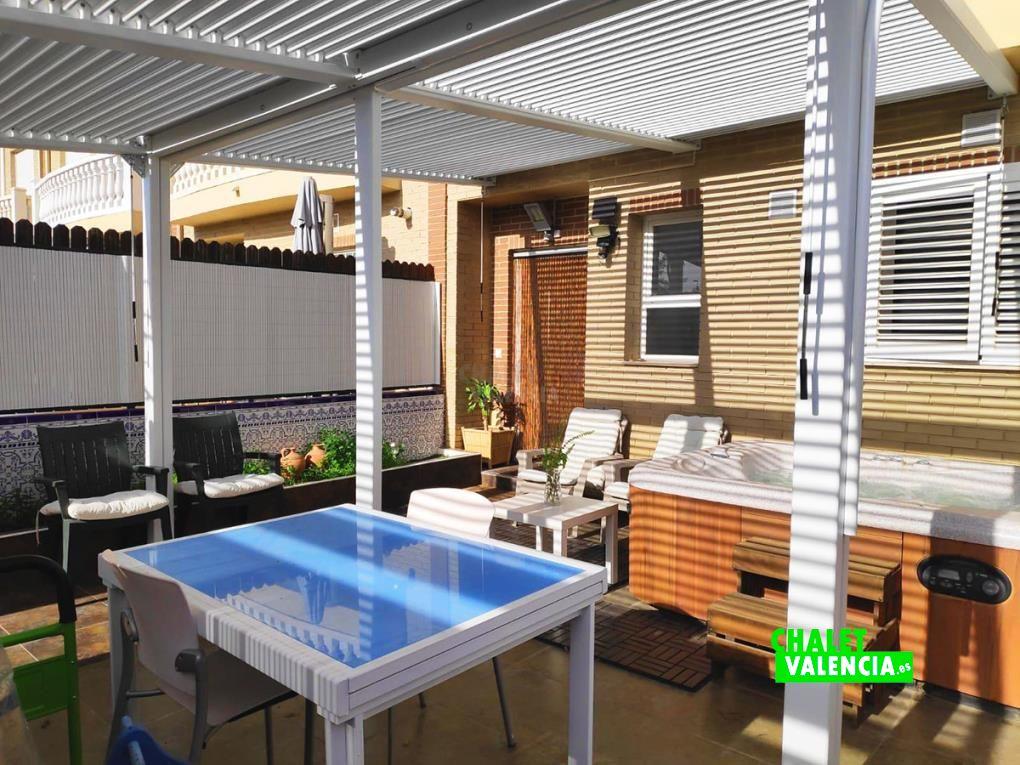 Adosado SAB con SPA y jardín comunitario