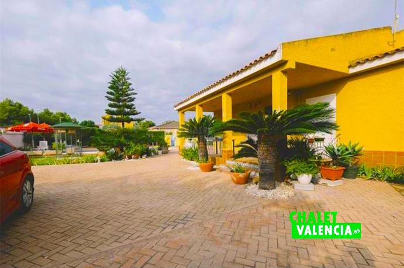 31828-entrada-terraza-chalet-valencia