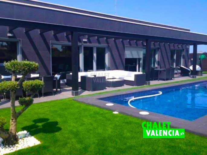 Chalet moderno junto golf escorpion