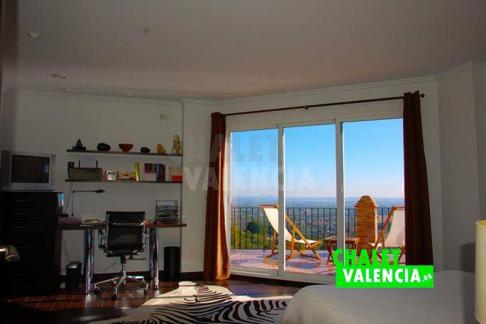 Dormitorio con espectaculares vistas Chalet Valencia