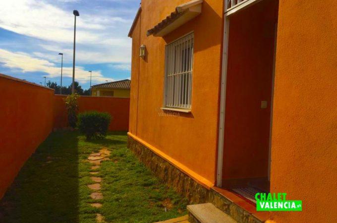 32619-entrada-lateral-chalet-valencia