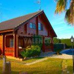 Chalet con casa de madera en La Pobla de Vallbona