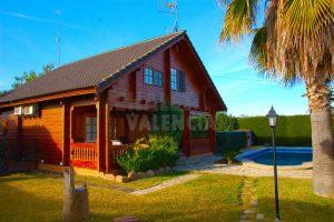 Chalet La Pobla con espectacular casa de madera