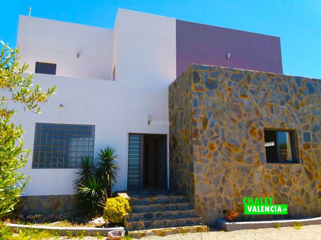 33807-fachada-principal-2-chalet-valencia