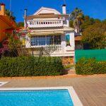 Chalet pareado con piscina comunitaria en La Canyada