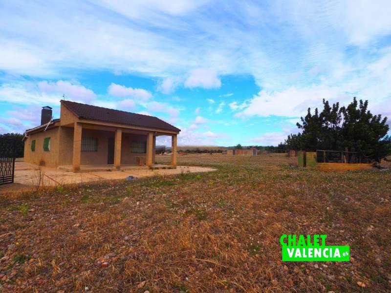 Casa diseminada en Lliria con parcela grande