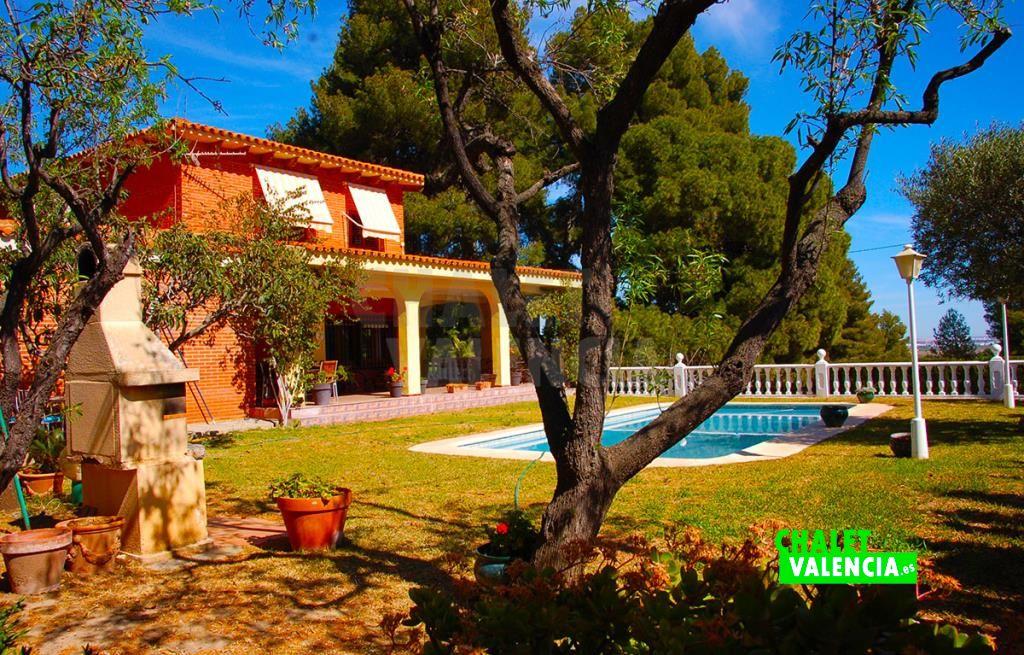 Chalet zona El Bosque Chiva con piscina y vistas