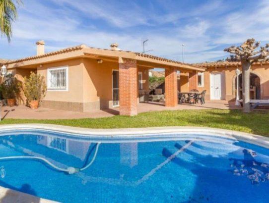 Chalet Maravisa con piscina privada