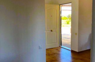 35924-entrada-desde-cocina-chalet-valencia
