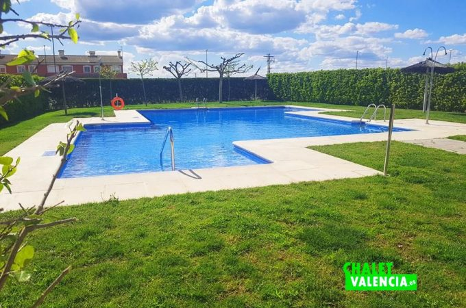 37225-communal-pool-chalet-valencia