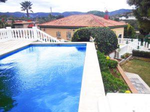 Chalet con piscina terreno rústico Chiva