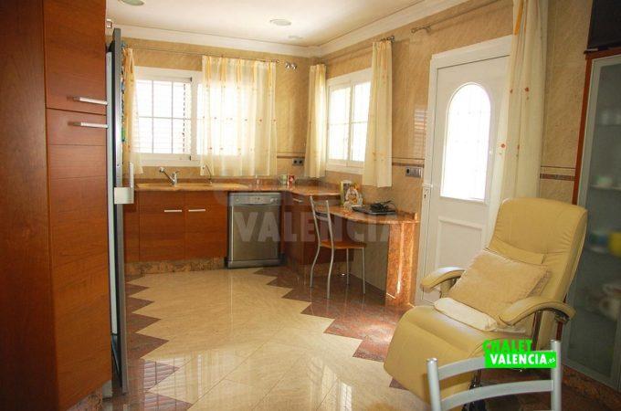 37931-pb-cocina-grande-chalet-valencia