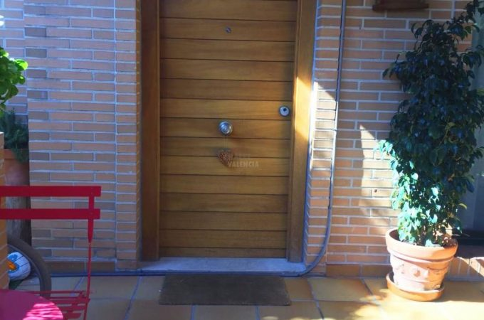 38079-exterior-entrada-chalet-valencia