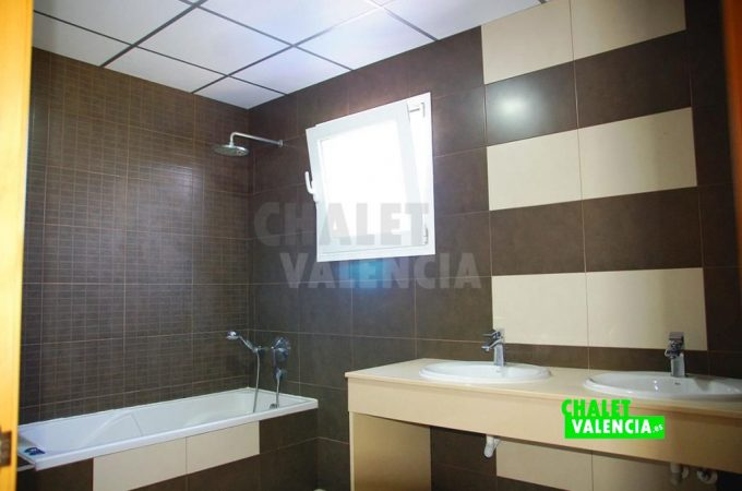 38155-9890-chalet-valencia