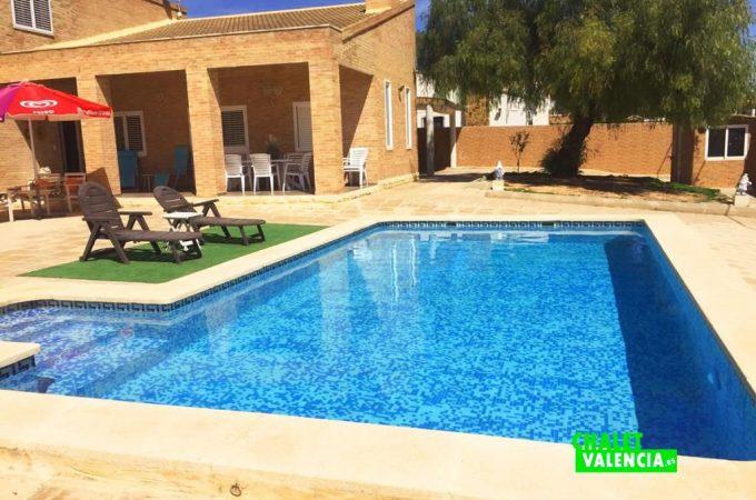 piscina-entrada-chalet-valencia