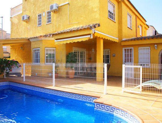 Chalet pareado con piscina Maravisa La Pobla Vallbona
