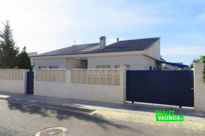 38639-entrada-calle-chalet-valencia