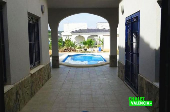 38639-piscina-patio-interior-chalet-valencia
