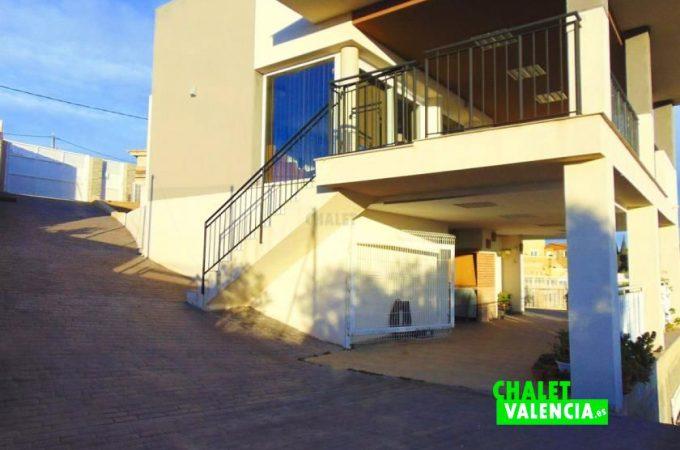 38833-entrada-fachada-chiva-chalet-valencia