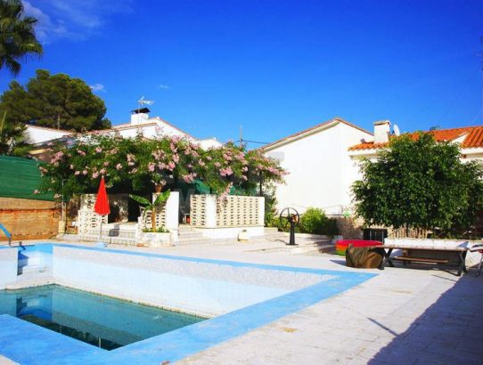 Chalet con piscina Rascanya La Pobla