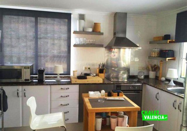 39554-cocina-mesa-chalet-valencia