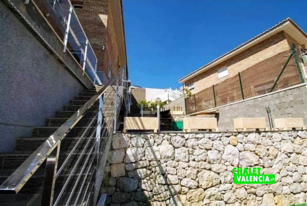 40451-escaleras-exterior-chalet-valencia