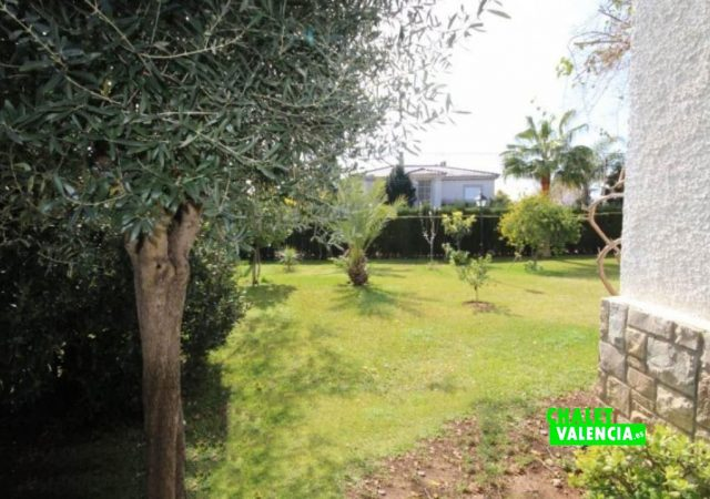 40526-jardin-12-chalet-valencia