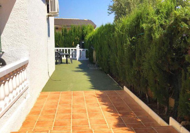 40704-fachada-lateral-terraza-chalet-valencia