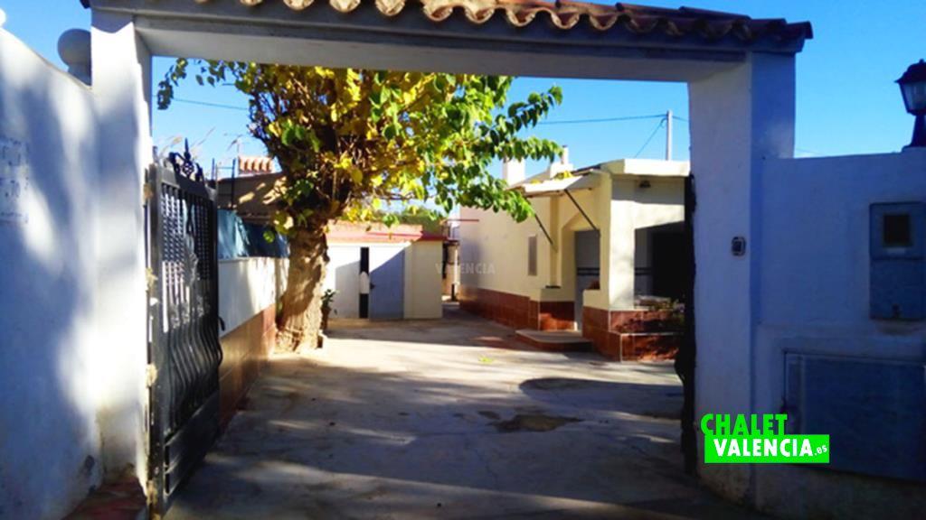41089-entrada-calle-chalet-valencia
