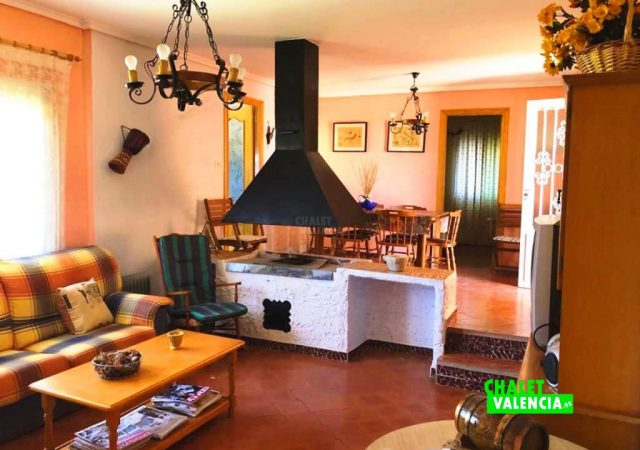41403-salon-tv-chimenea-chalet-valencia