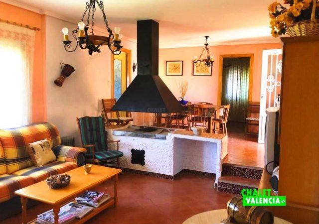 41403-salon-tv-chimenea-chalet-valencia