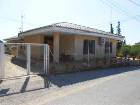 Chalet Alborache con espacio negocio gran sótano