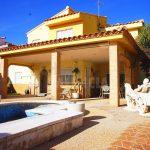 Chalet con piscina privada en La Reva