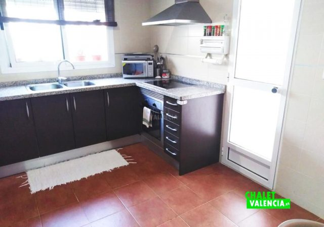 41765-cocina-salida-lliria-chalet-valencia