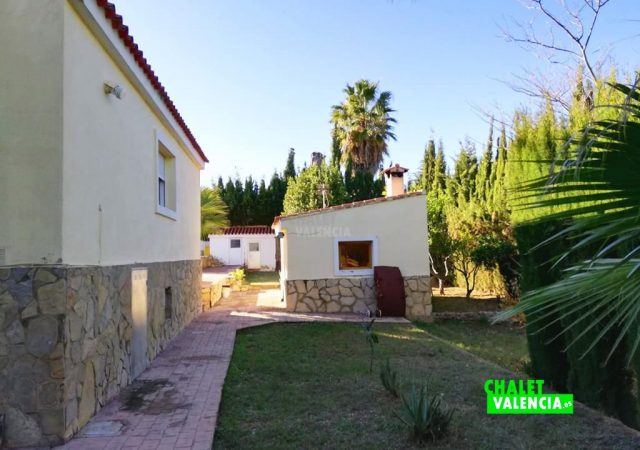 42187-e-fachada-lateral-turis-chalet-valencia
