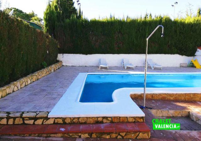 42187-e-piscina-ducha-turis-chalet-valencia