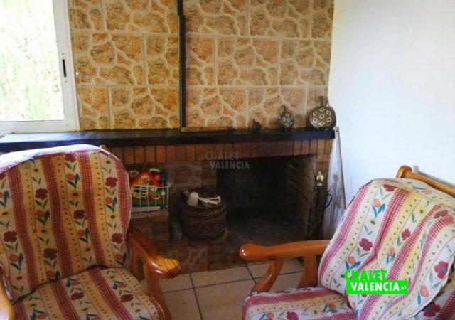 42187-salon-chimenea-turis-chalet-valencia