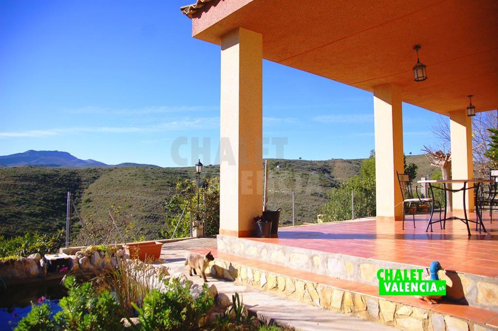 Chalet Turis con vistas a las montañas