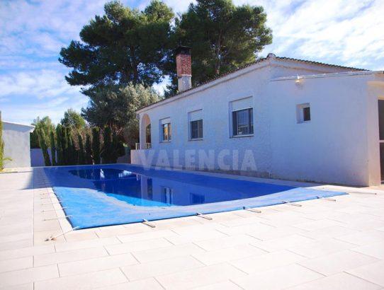 Chalet con piscina moderna en Altury Turis