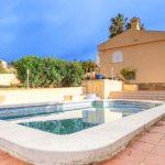 Chalet con piscina y vivienda en 2 plantas en Turís
