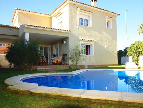 Bonito chalet en Maravisa con piscina privada
