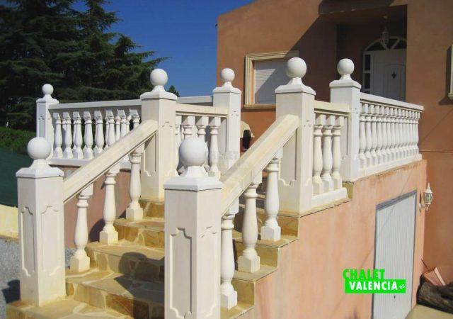 43475–entrada-escaleras-calicanto-chalet-valencia