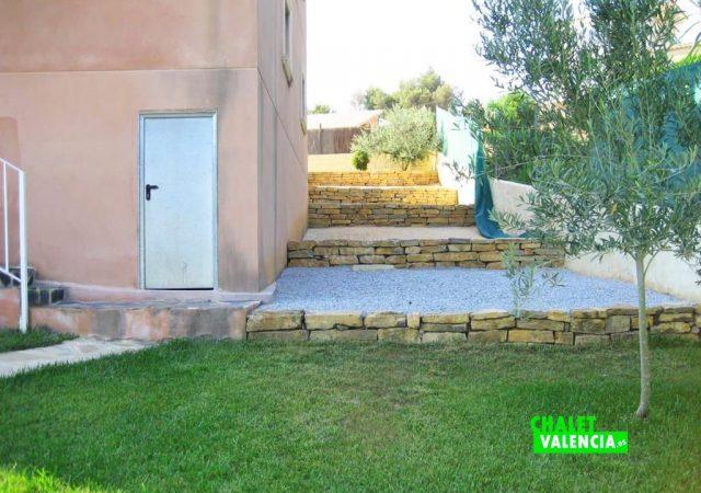 43475–exterior-jardin-piedras-calicanto-chalet-valencia