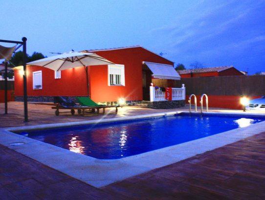 Piscina de noche Pedralba