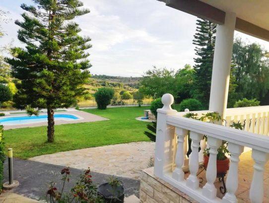 Espectacular jardín chalet Montserrat Valencia