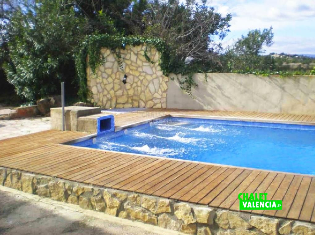 Chalet con piscina en Montserrat