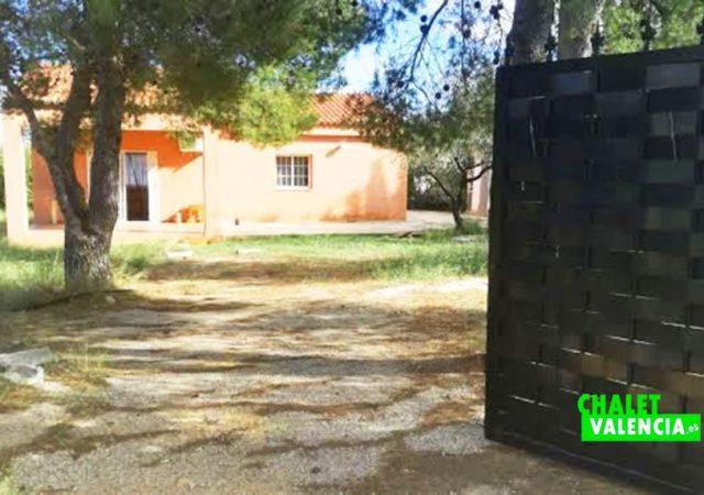 44414-entrada-calle-chalet-valencia