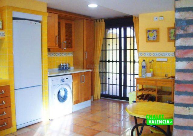 44583-cocina-calicanto-chalet-valencia